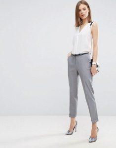Pantalon cigarette ajusté avec ceinture